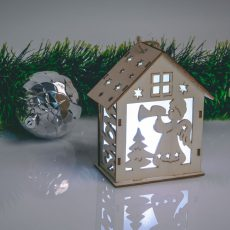 Karácsonyi LED dekor házikó - hidegfehér - fa - 6 féle - 10 x 12 x 5,6 cm